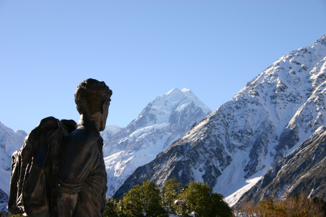 hillary_statue_and_mount_cook