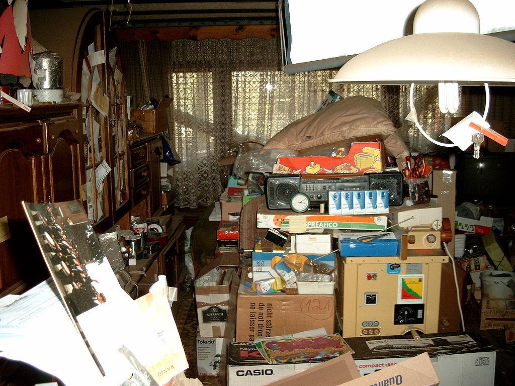 1024px-compulsive_hoarding_apartment